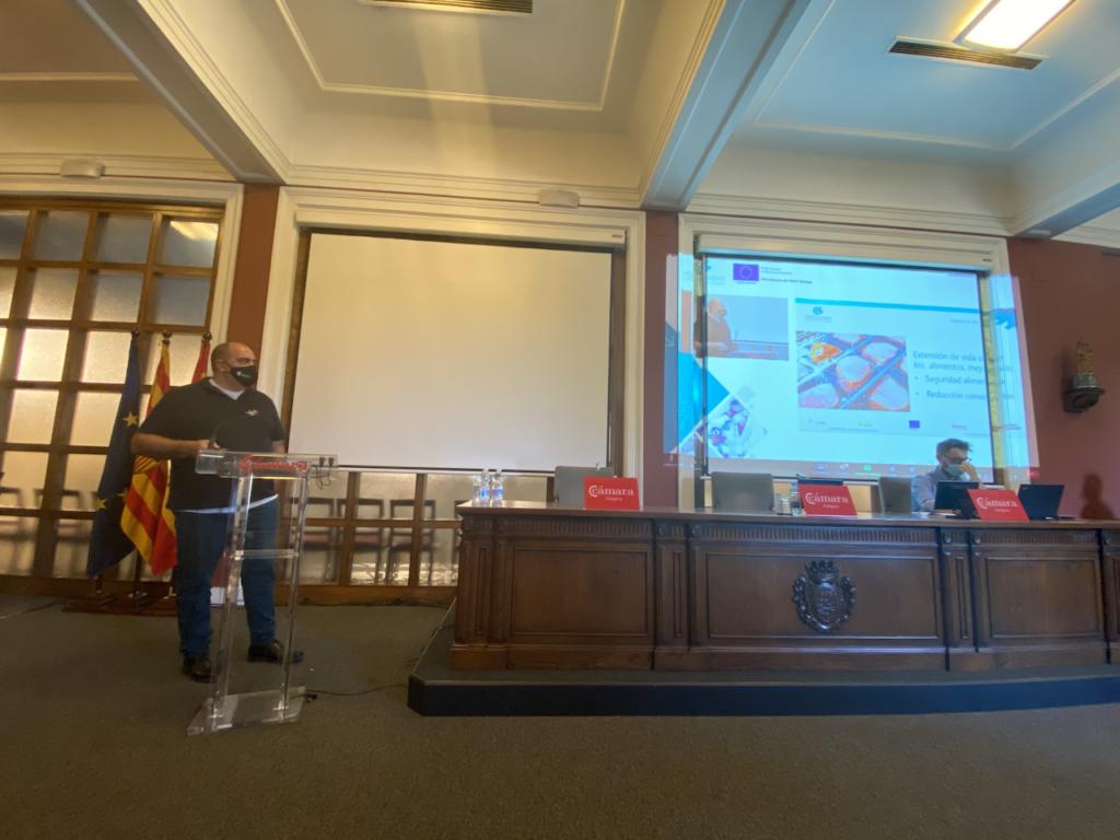 Javier Menéndez (Encapsulae SL) durante la exposición de sus resultados al Consejo Asesor de Porcinnova
