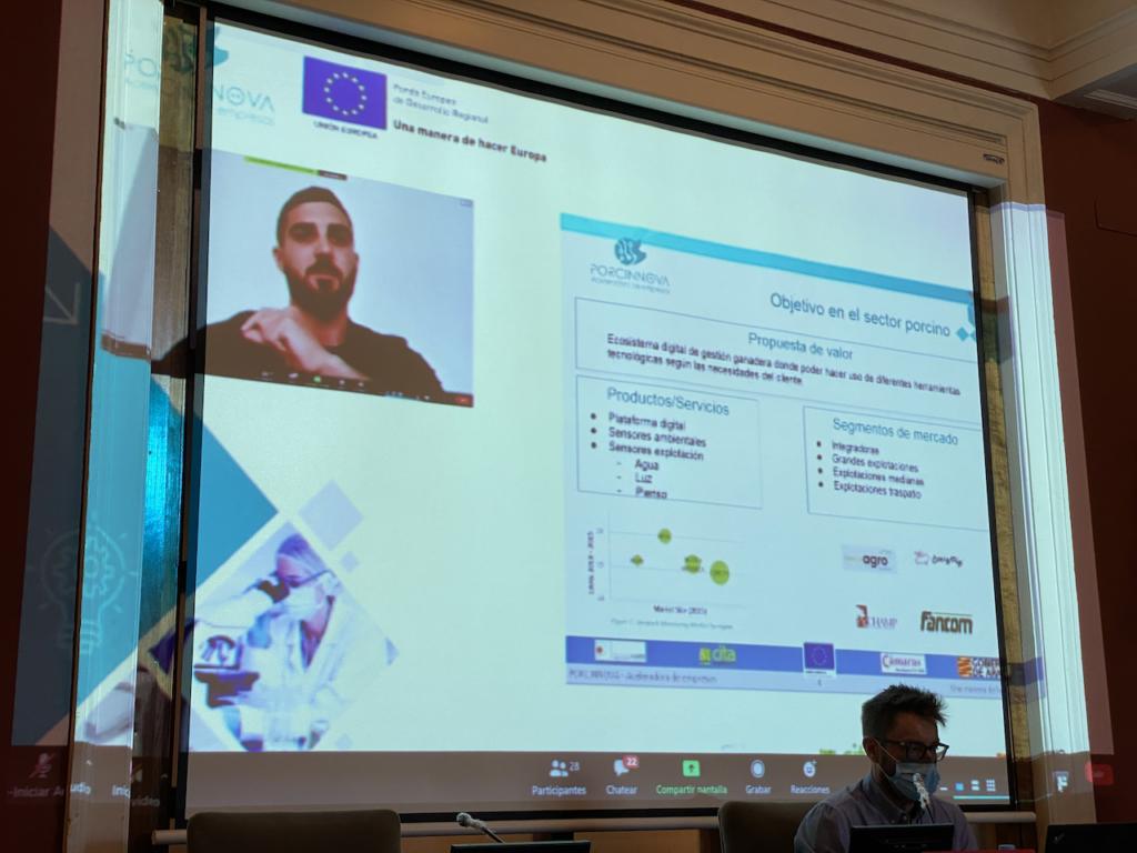 Cristian Aldaz (PAINTEC SL) durante la exposición de sus resultados al Consejo Asesor de Porcinnova